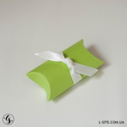 """Коробочка-""""пирожок"""" для флешки из дизайнерского картона с перламутровым блеском"""