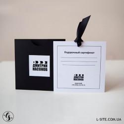 Подарочный сертификат в виде вкладыша и конверта с вырезом из картона с перламутровым блеском