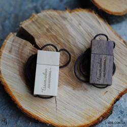 Флешка деревянная с крышкой  на шнурке