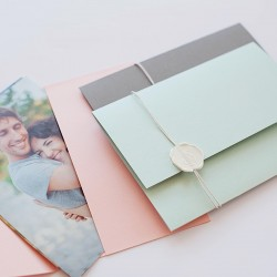 Конверт для фотографий с сургучем из дизайнерского картона с отливом