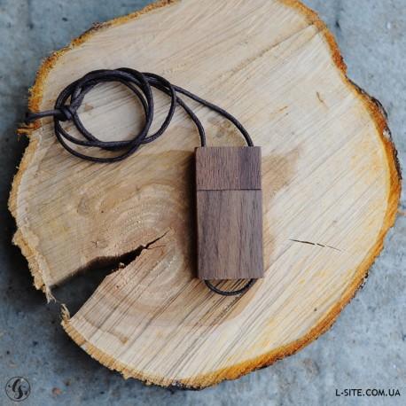 Флешка деревянная  с логотипом на шнурке